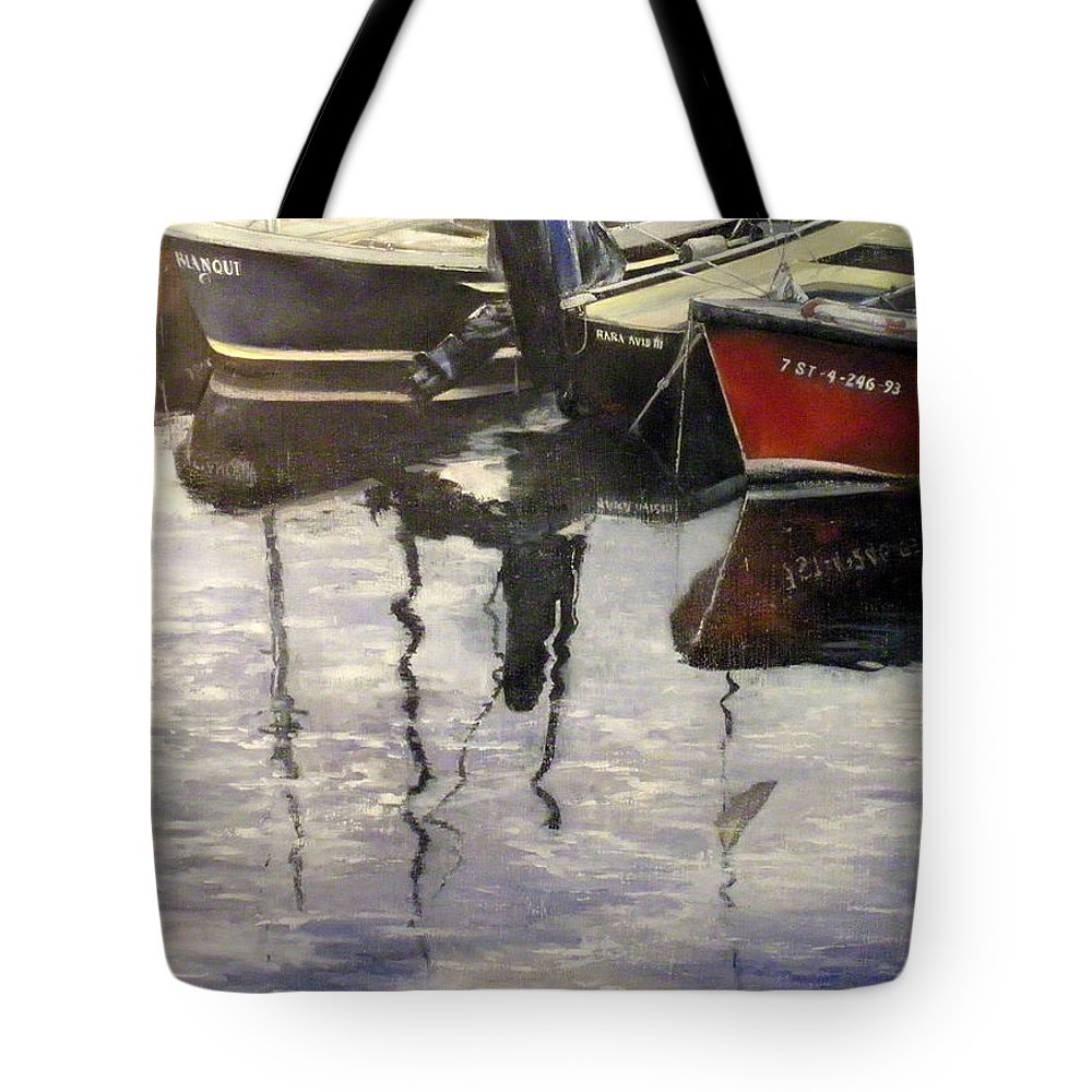 Arte Tote Bag featuring the painting Barcas en puertochico-Santander by Tomas Castano