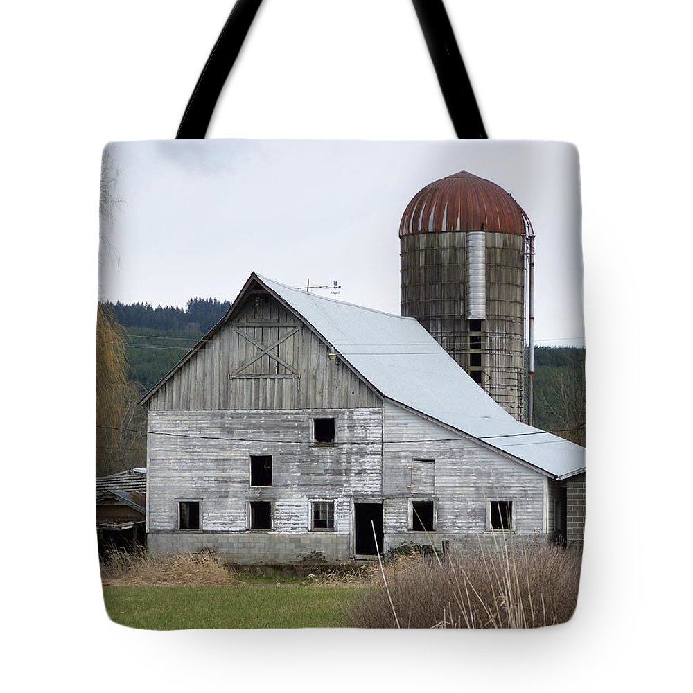 Digital Photography Tote Bag featuring the photograph Barn And Silo by Laurie Kidd