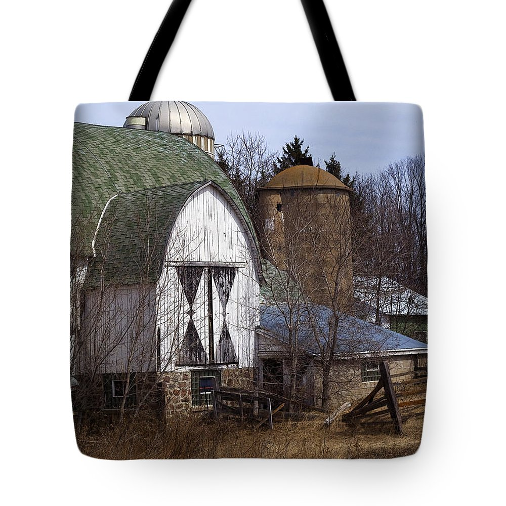 Barn Tote Bag featuring the photograph Barn On 29 by Tim Nyberg
