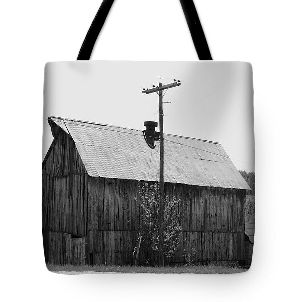 Barns Tote Bag featuring the photograph Barn On The Side Of The Road by Angus Hooper Iii