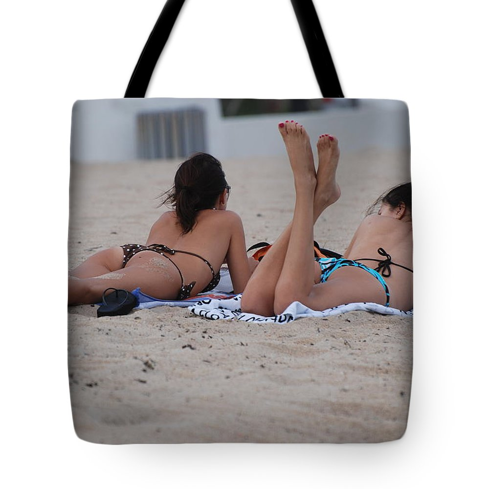Girls Tote Bag featuring the photograph Beach Combers by Rob Hans