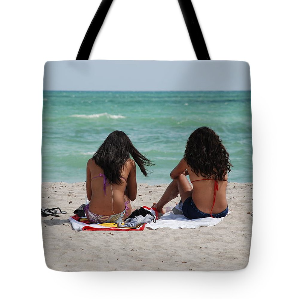 Women Tote Bag featuring the photograph Beauties On The Beach by Rob Hans