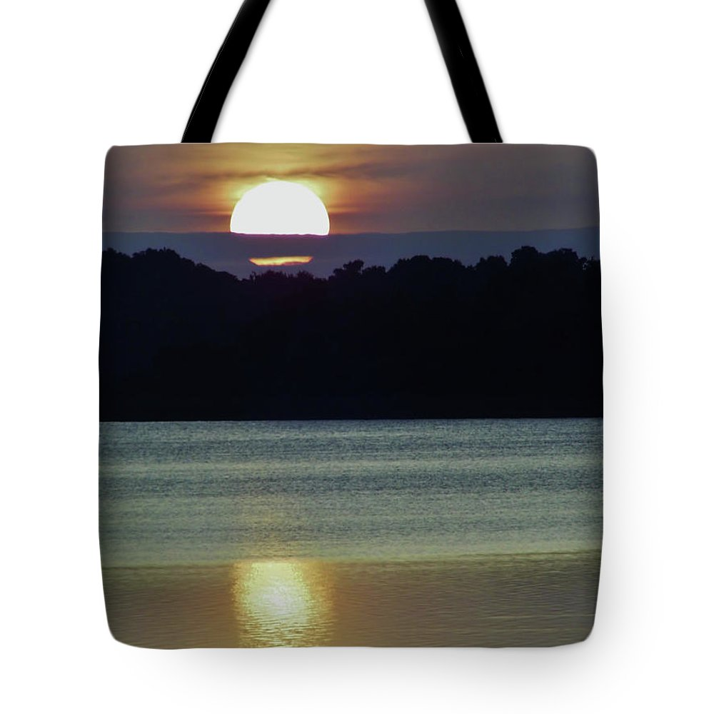 Sunrise Tote Bag featuring the photograph Beautiful Sun by D Hackett