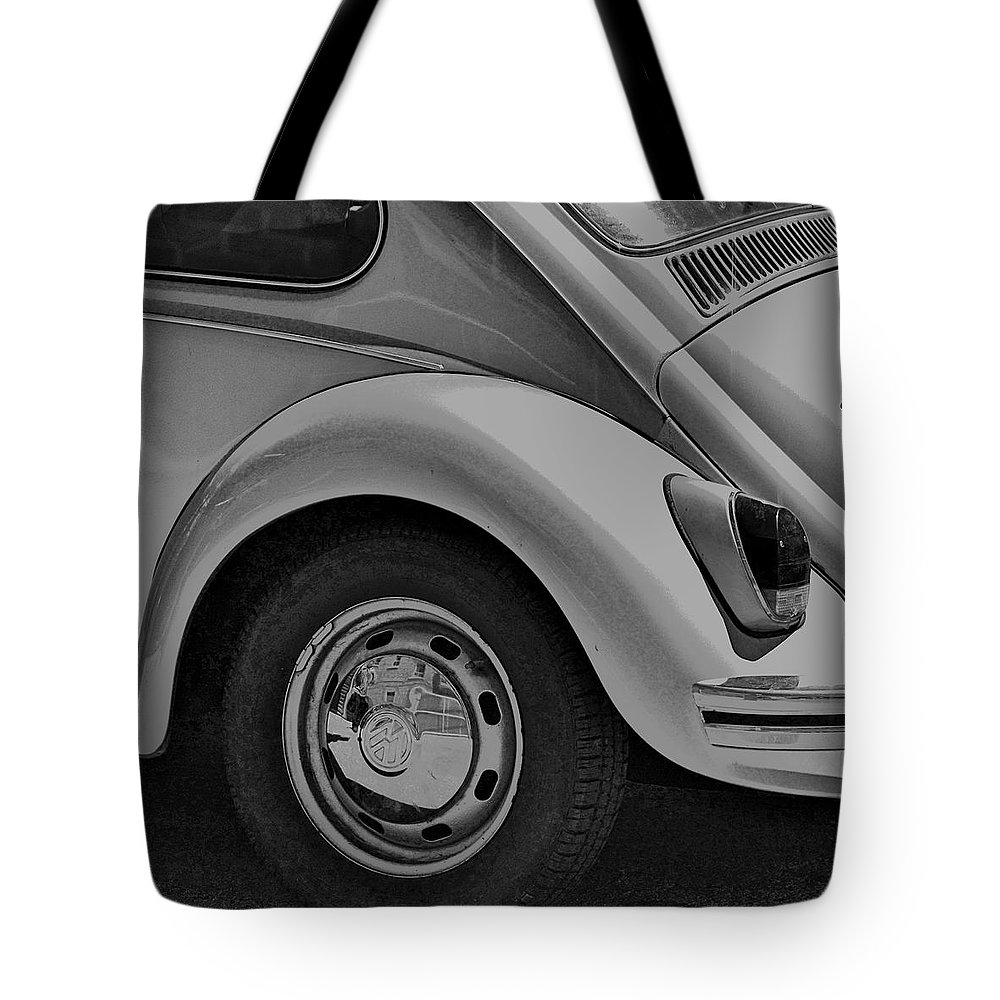 Volkswagon Tote Bag featuring the photograph Beetle Art by Robert Skuja