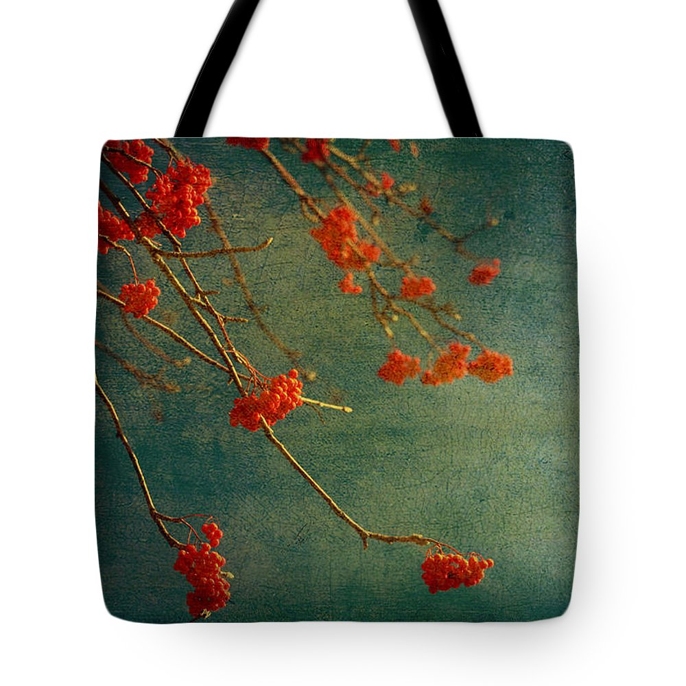 Berry Tote Bag featuring the photograph Berry Nice by Angela King-Jones