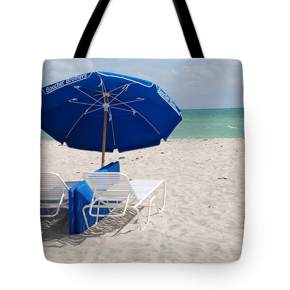 Sea Scape Tote Bag featuring the photograph Blue Paradise Umbrella by Rob Hans