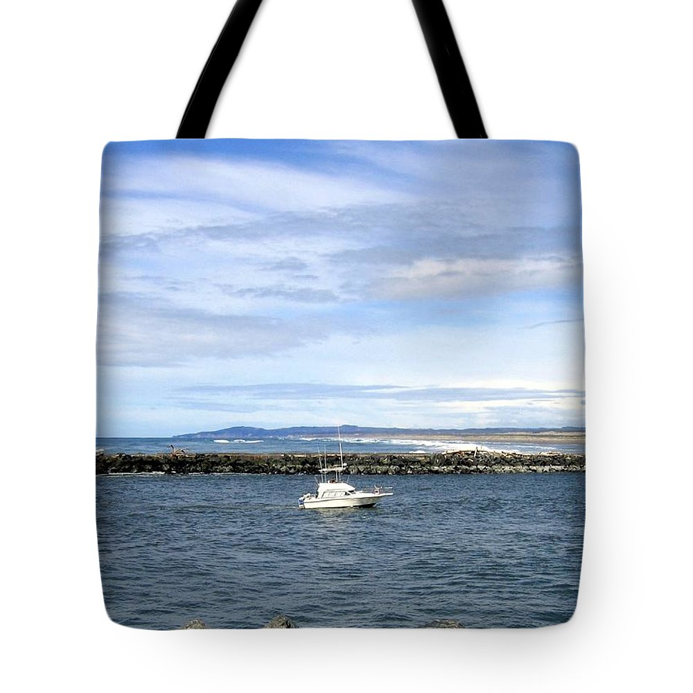Boat Tote Bag featuring the photograph Boating At Bandon by Will Borden