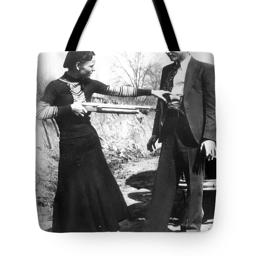 1933 Tote Bag featuring the photograph Bonnie And Clyde, 1933 by Granger