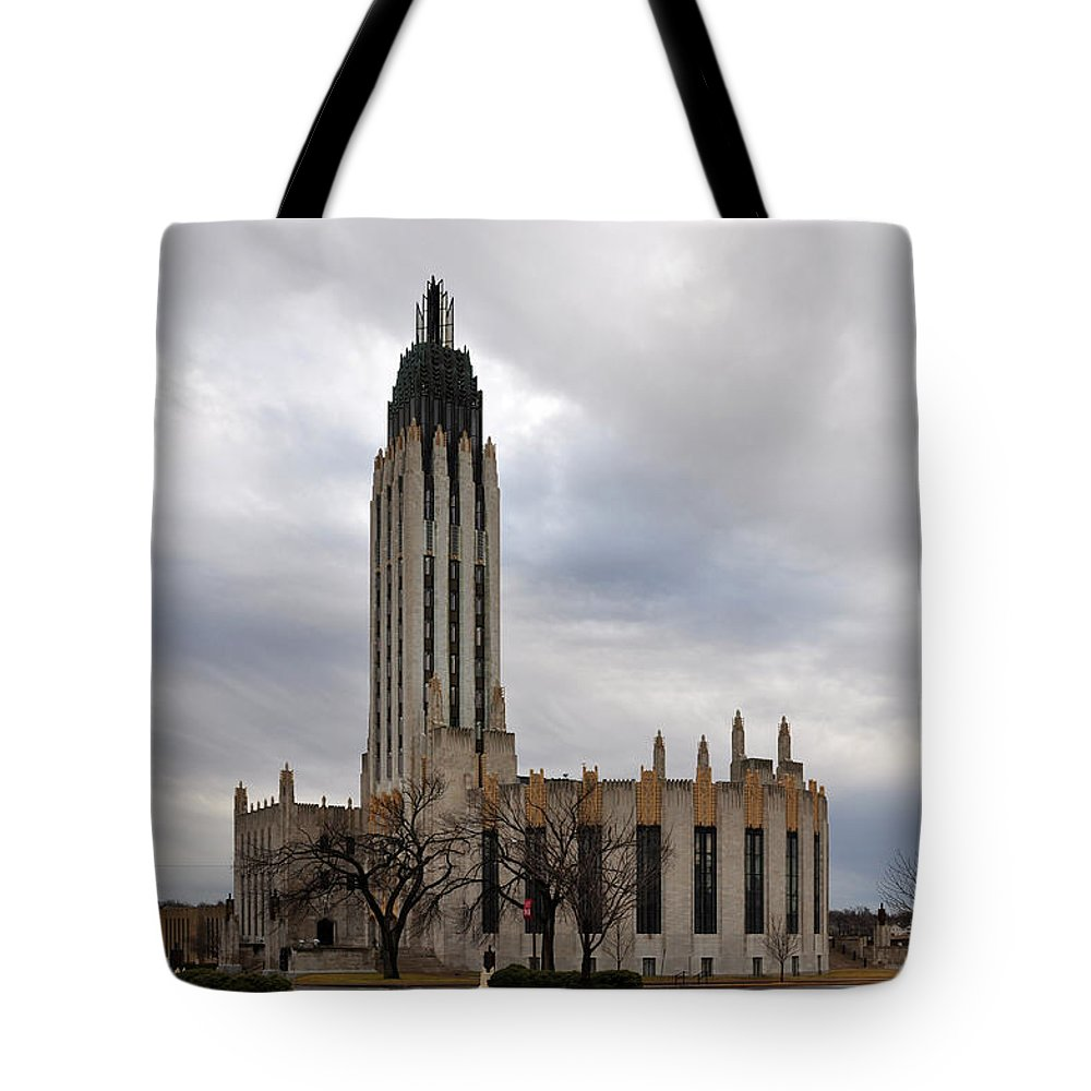 Boston Avenue Tote Bag featuring the photograph Boston Avenue Methodist Church by Terry Anderson
