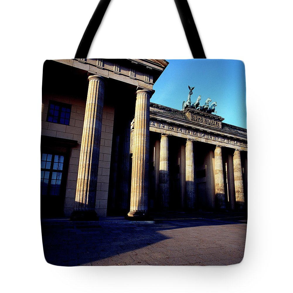 Street Photography Tote Bag featuring the photograph Brandenburger Tor / Gate Berlin Germany by Derek Moore