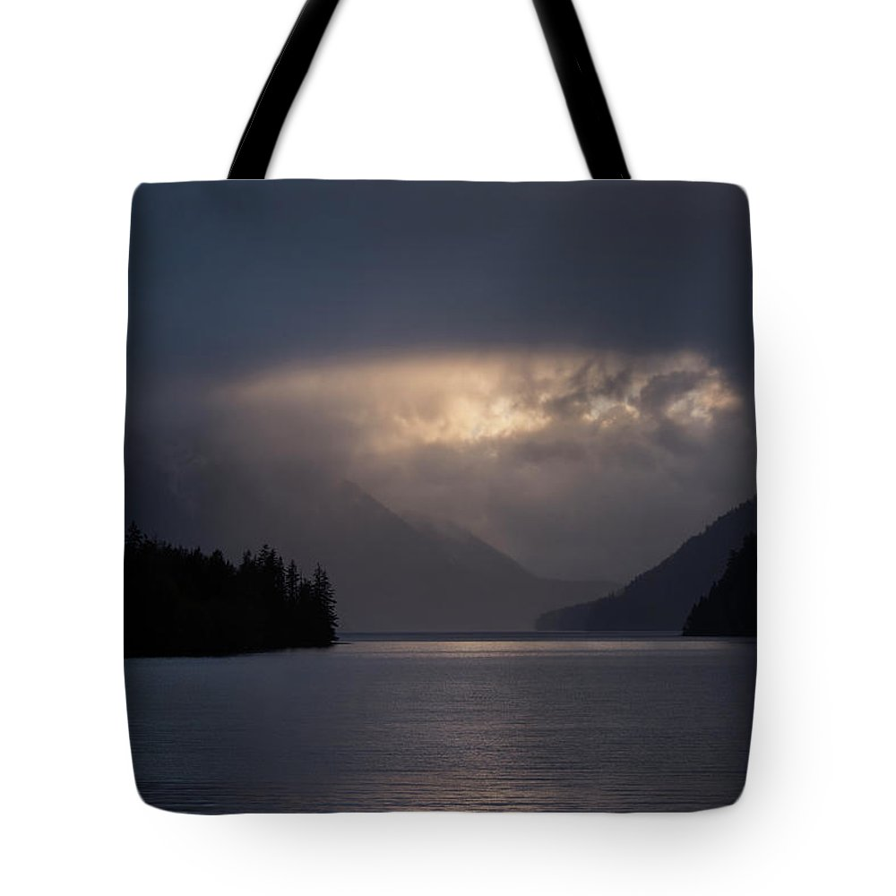 Water Tote Bag featuring the photograph Breaking Through by David Lunde