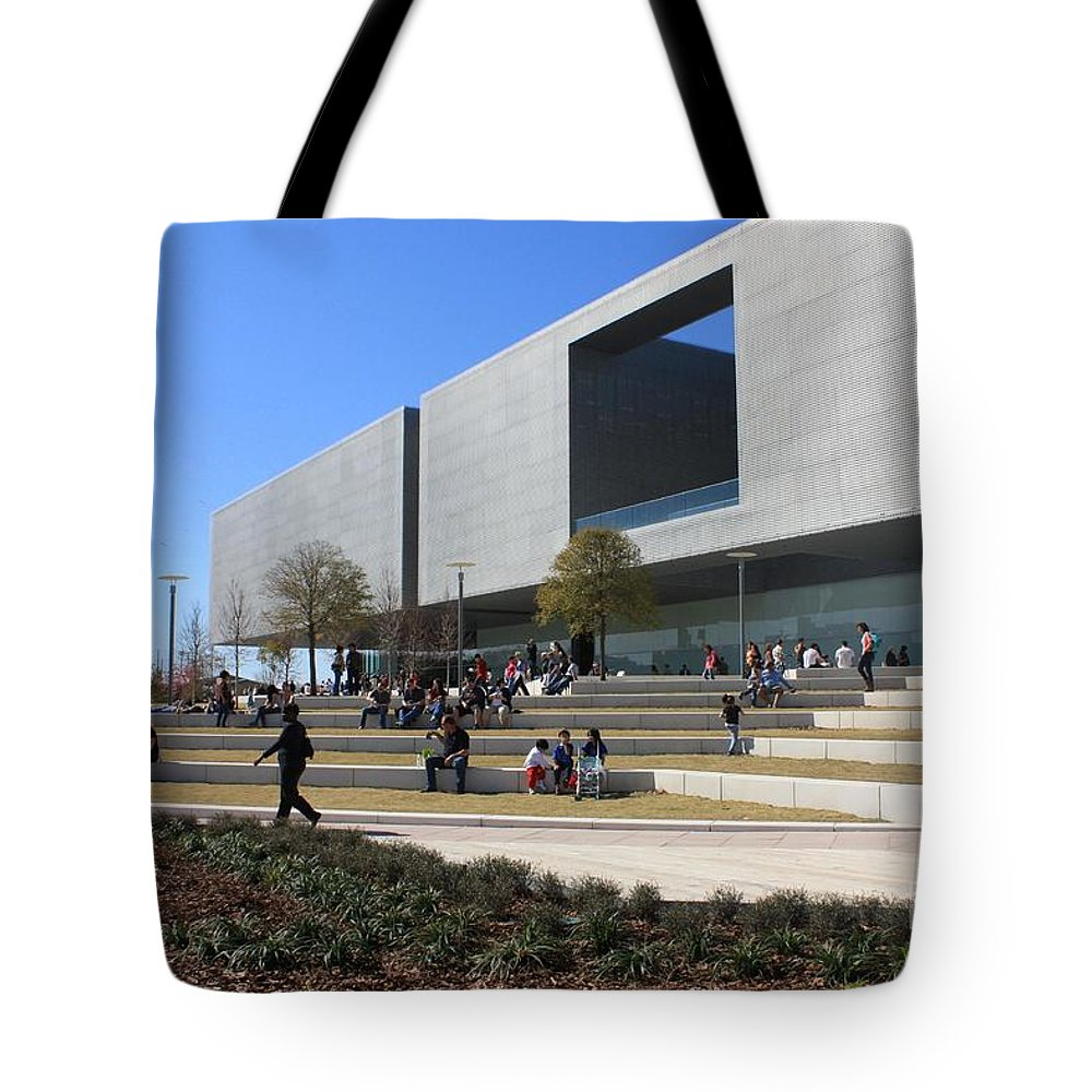 Tampa Tote Bag featuring the photograph Busy Day At Tampa Museum Of Arts by Carol Groenen