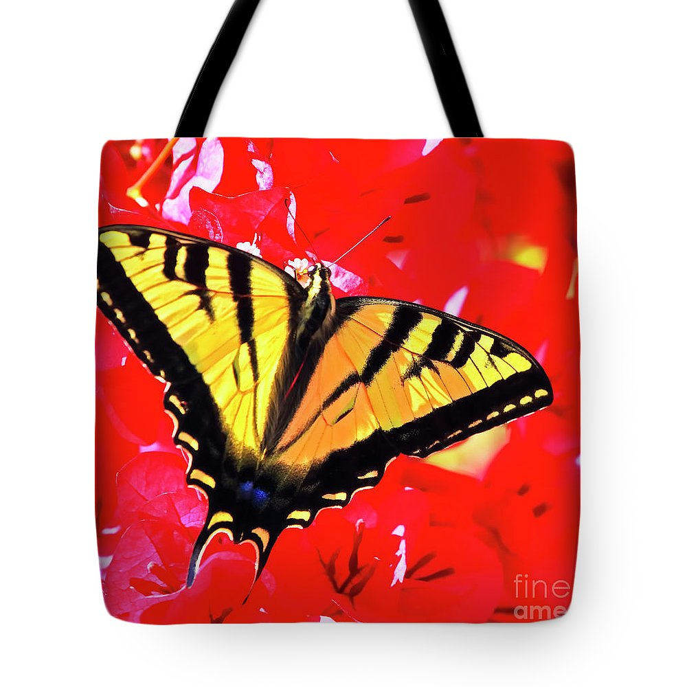 Butterfly Tote Bag featuring the photograph Butterfly Series #11 by Edita De Lima