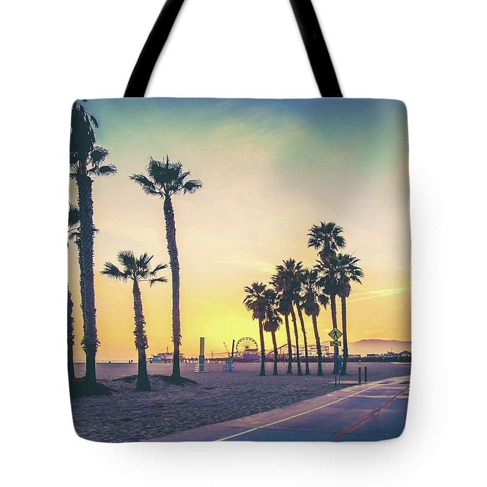 Los Angeles Tote Bag featuring the photograph Cali Sunset by Az Jackson