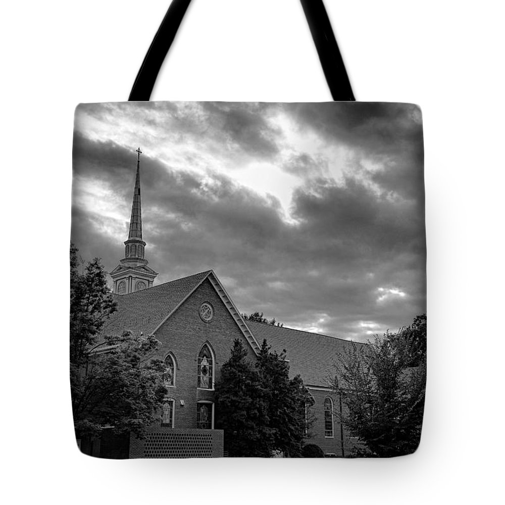Bridgewater Tote Bag featuring the photograph Carter Chapel Bridgewater College Va - Bw 1 by Manny Jose