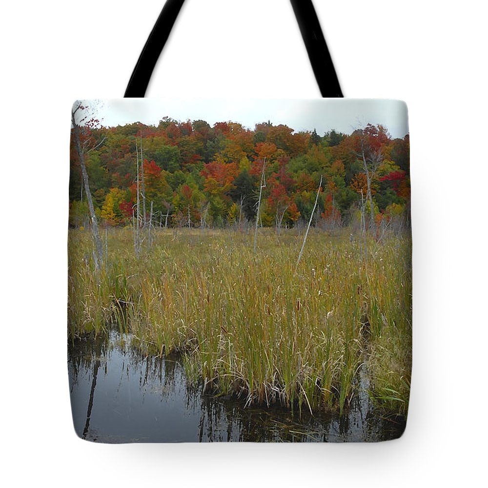 Cattails Tote Bag featuring the photograph Cattails by David Lee Thompson