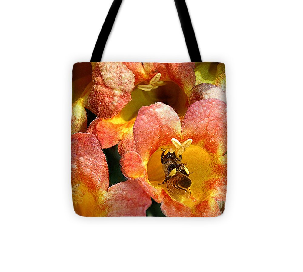 Nature Tote Bag featuring the photograph Caught Up In The Work by Lucyna A M Green
