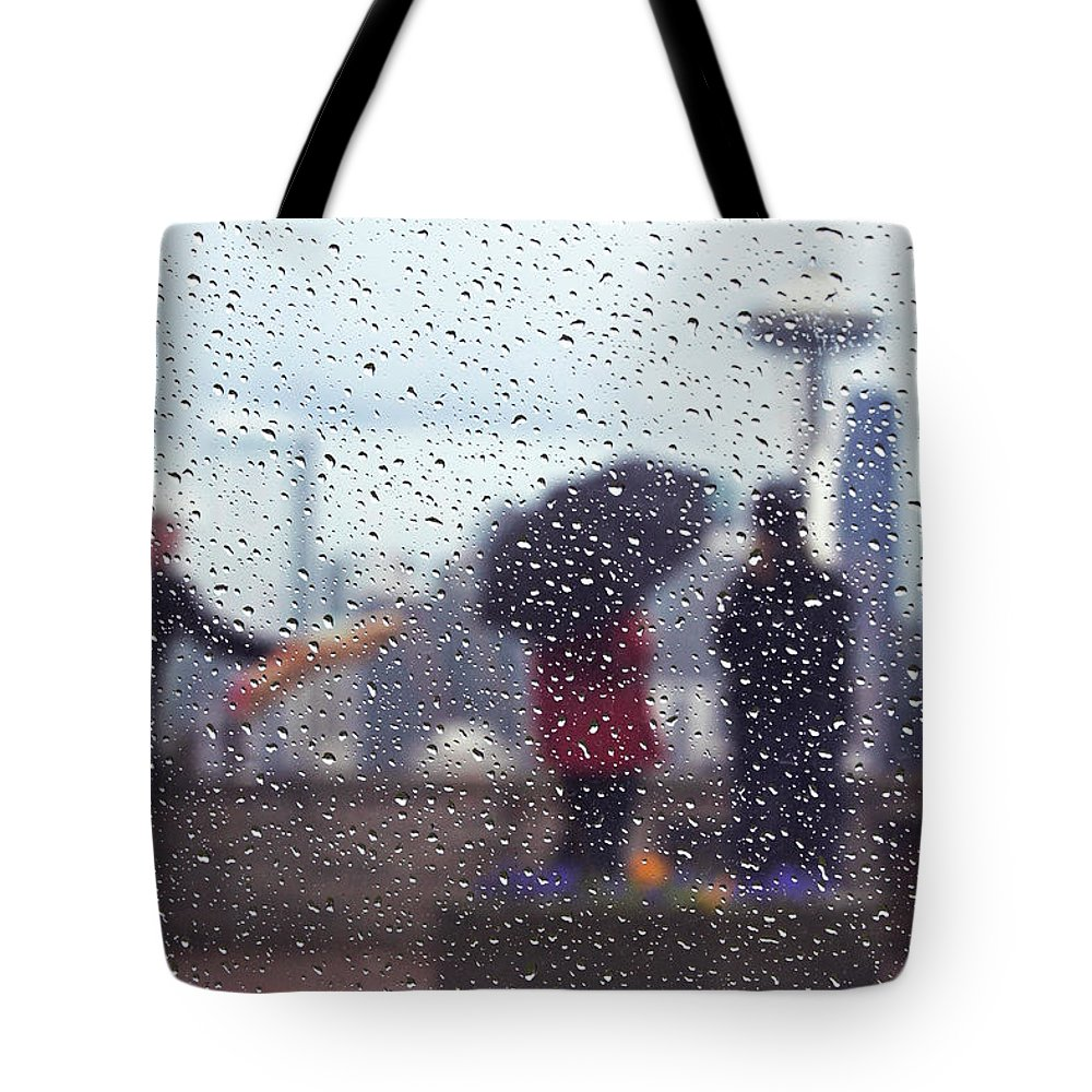 Seattle Tote Bag featuring the photograph Celebration In Rain A036 by Yoshiki Nakamura