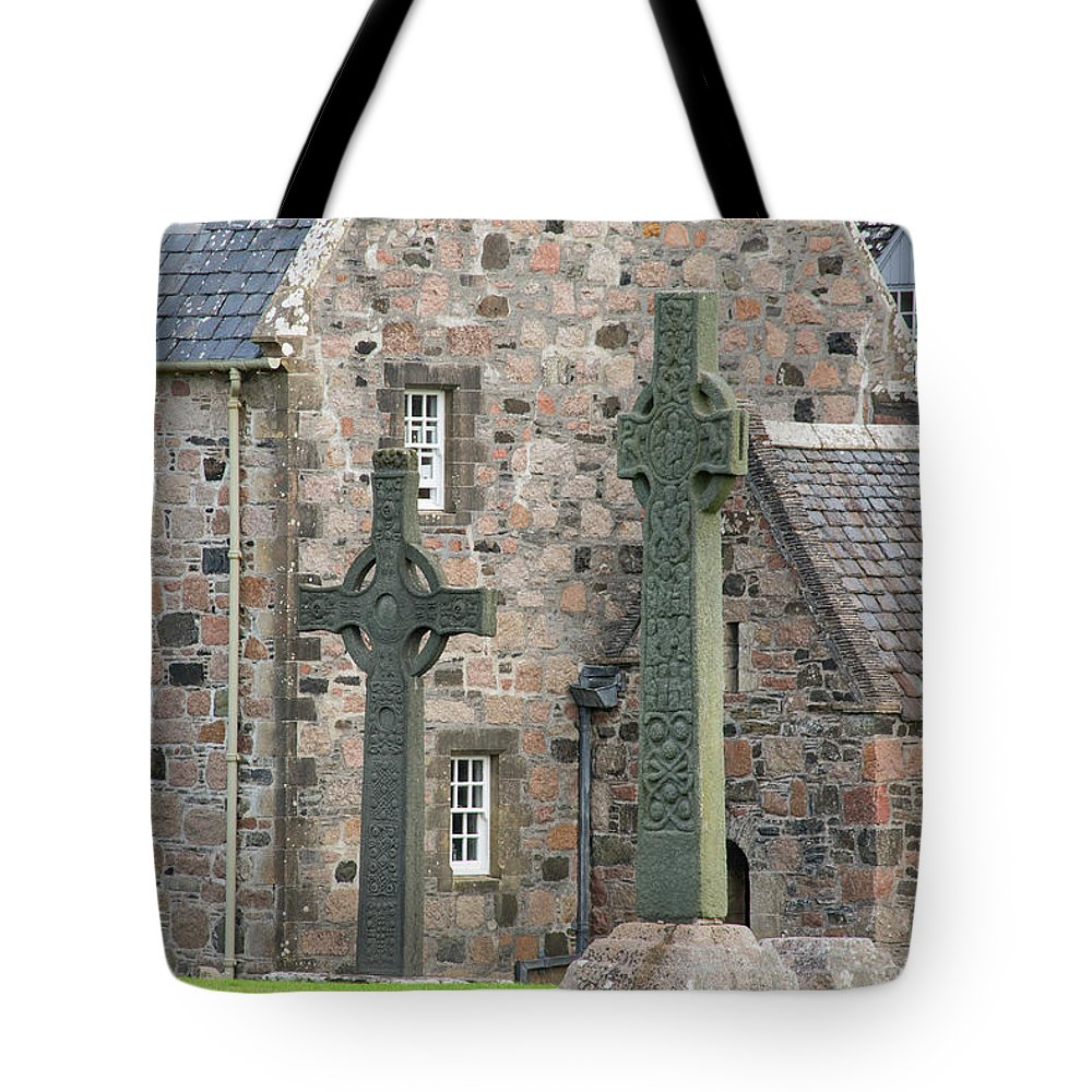 Isle Of Iona Tote Bag featuring the photograph Celtic Crosses by Bob Phillips