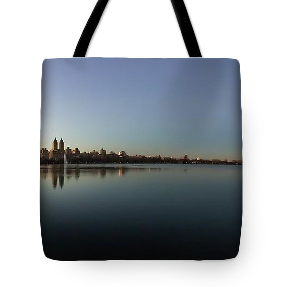 New Your Tote Bag featuring the photograph Central Park by Jose Benegas