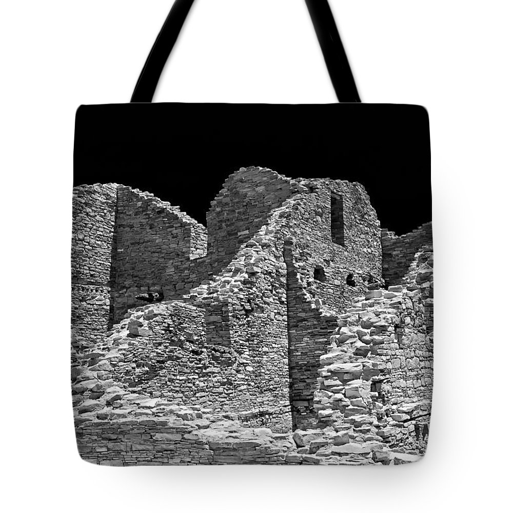 Chaco Canyon Tote Bag featuring the photograph Chaco Sixteen by Paul Basile