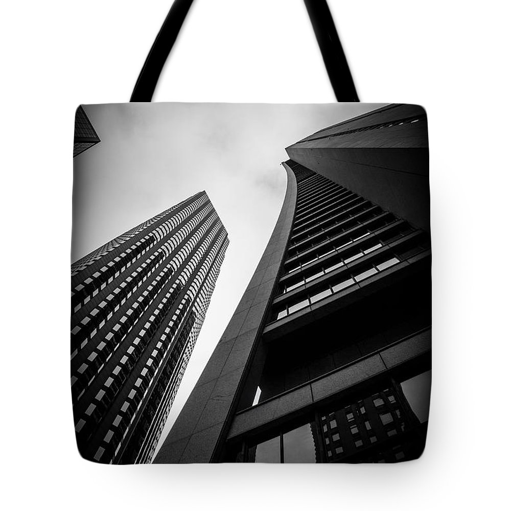 Chicago Tote Bag featuring the photograph Chase Tower by Rita Anthony