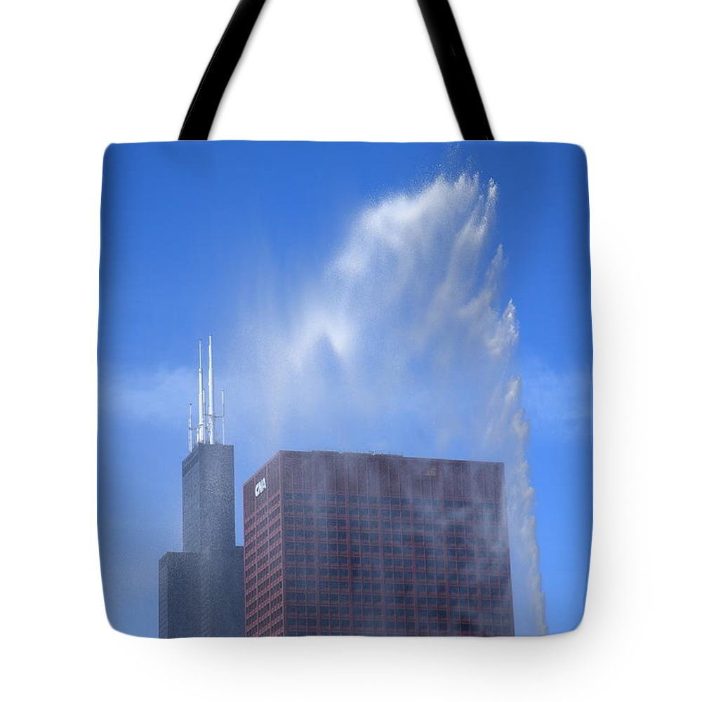 America Tote Bag featuring the photograph Chicago - Buckingham Fountain by Frank Romeo