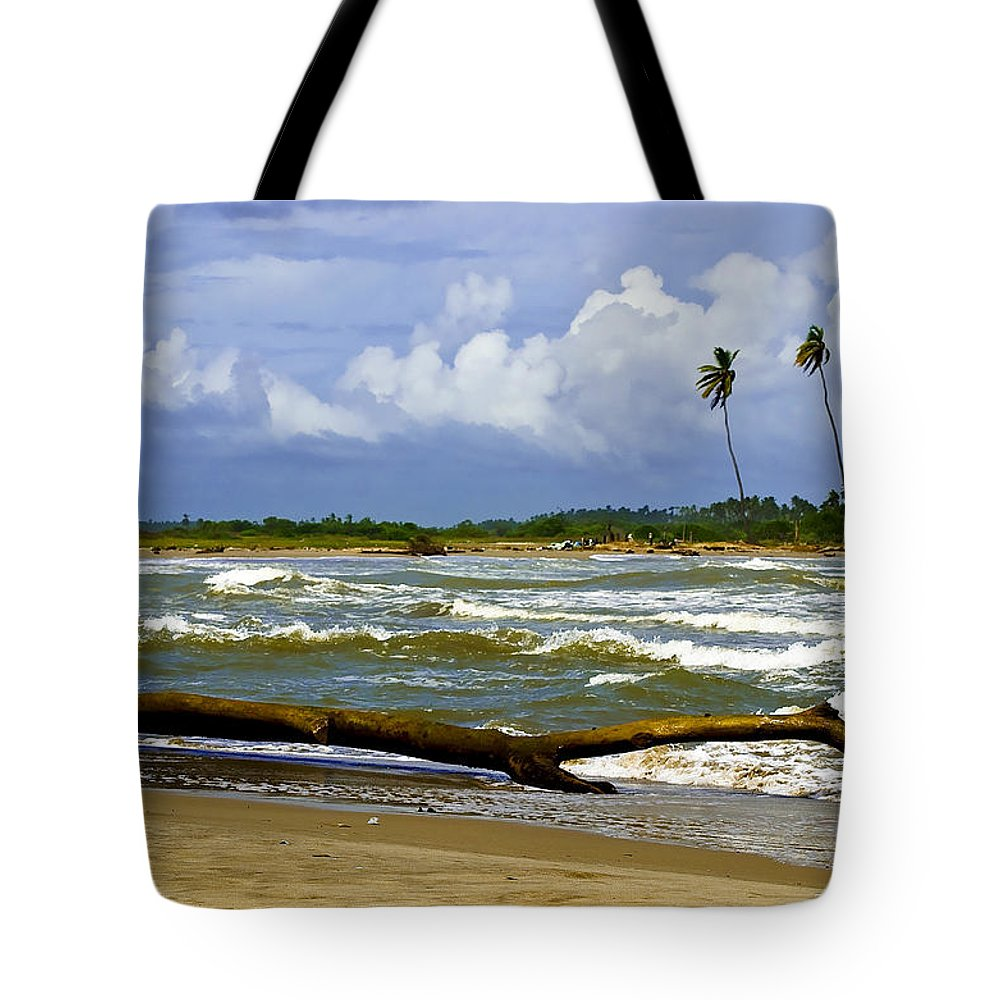 Chichiriviche Tote Bag featuring the photograph Chichirivihe Bay by Galeria Trompiz