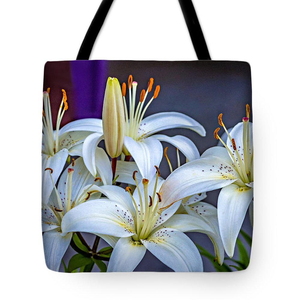 Flower Tote Bag featuring the photograph Chorus Line by Steve Harrington