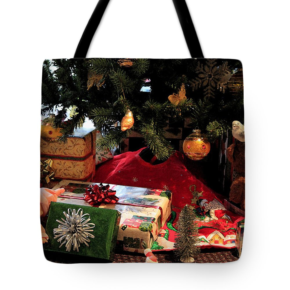 Christmas Tote Bag featuring the photograph Christmas Memories by Suzanne Gaff