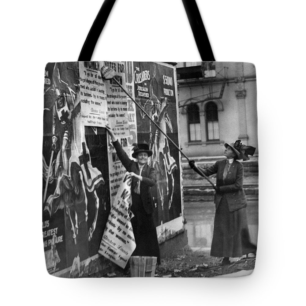 1912 Tote Bag featuring the photograph Cincinnati: Suffragettes by Granger