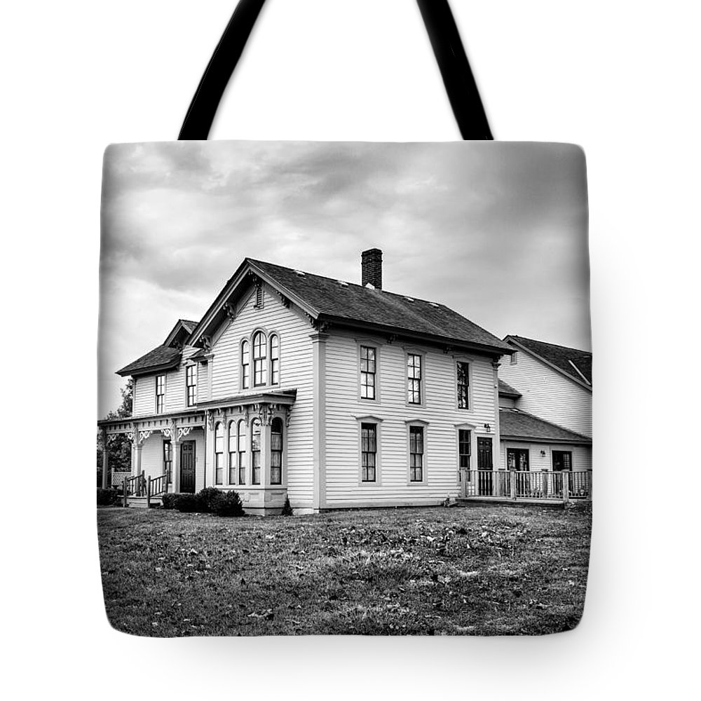 House Tote Bag featuring the photograph Classic American House by David Hare