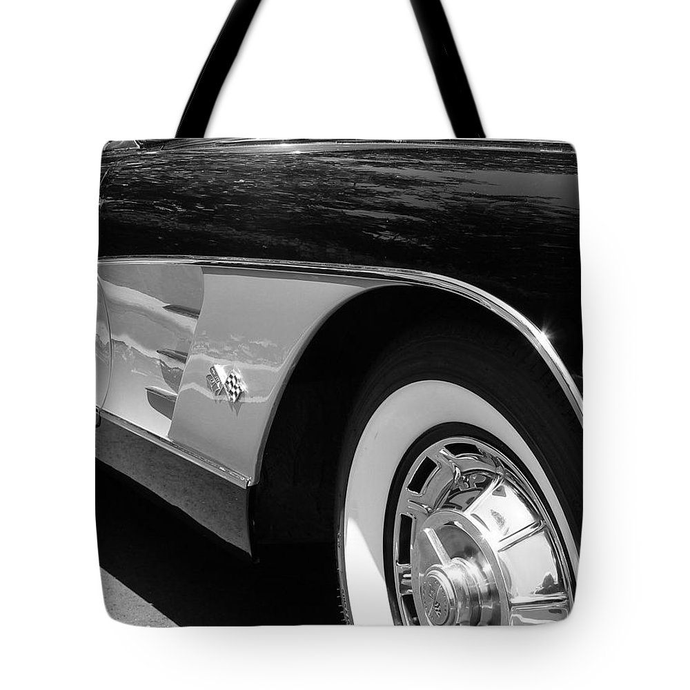 Corvette Tote Bag featuring the photograph Classic Vette by Jeff Lowe