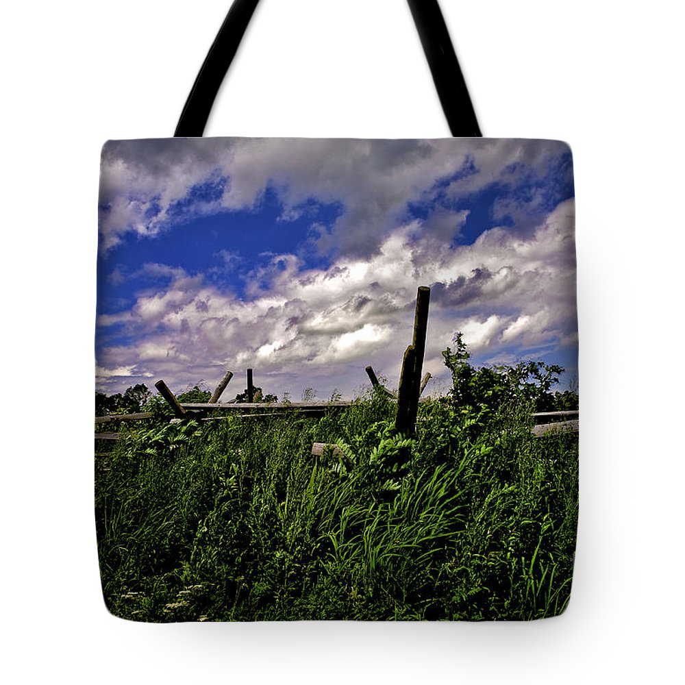 Field Tote Bag featuring the photograph Clouds Over Gettysburg by Madeline Ellis