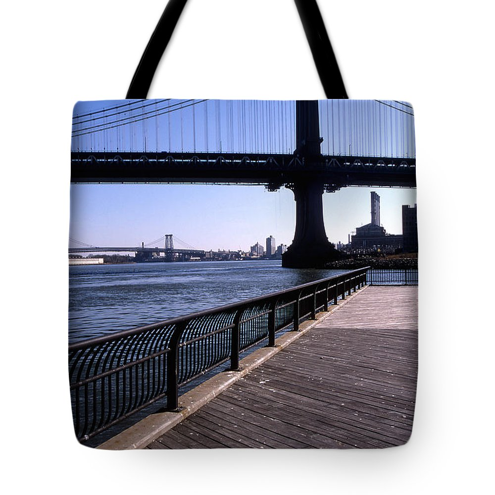 Landscape Manhattan Bridge New York City Tote Bag featuring the photograph Cnrg0402 by Henry Butz