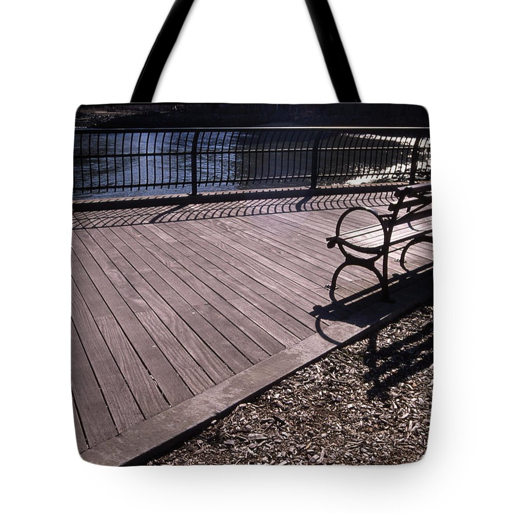Manhattan Brooklyn Bridge Park Bench Tote Bag featuring the photograph Cnrg0404 by Henry Butz