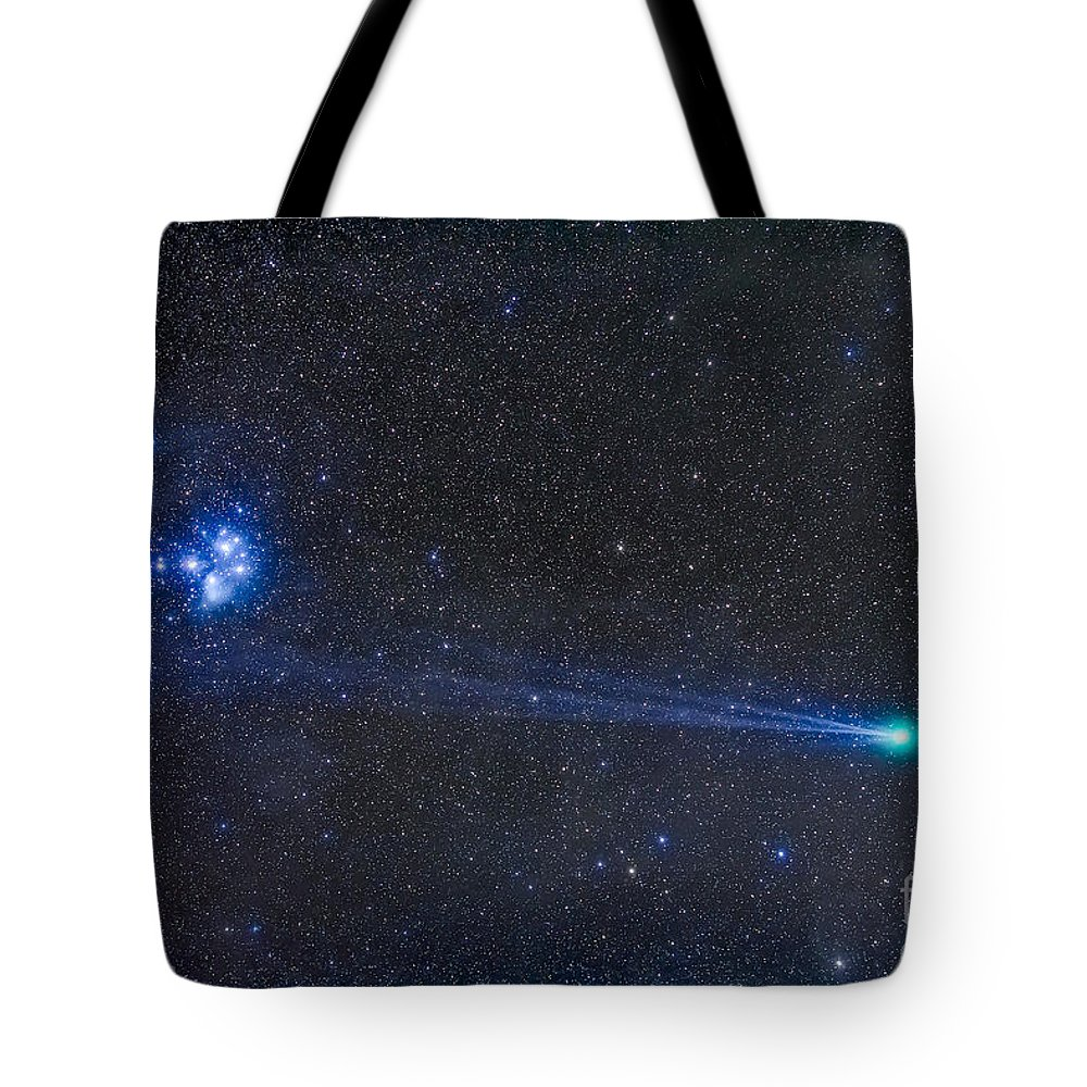C/2014 Q2 Tote Bag featuring the photograph Comey Lovejoy C2014 Q2 Nearest by Alan Dyer