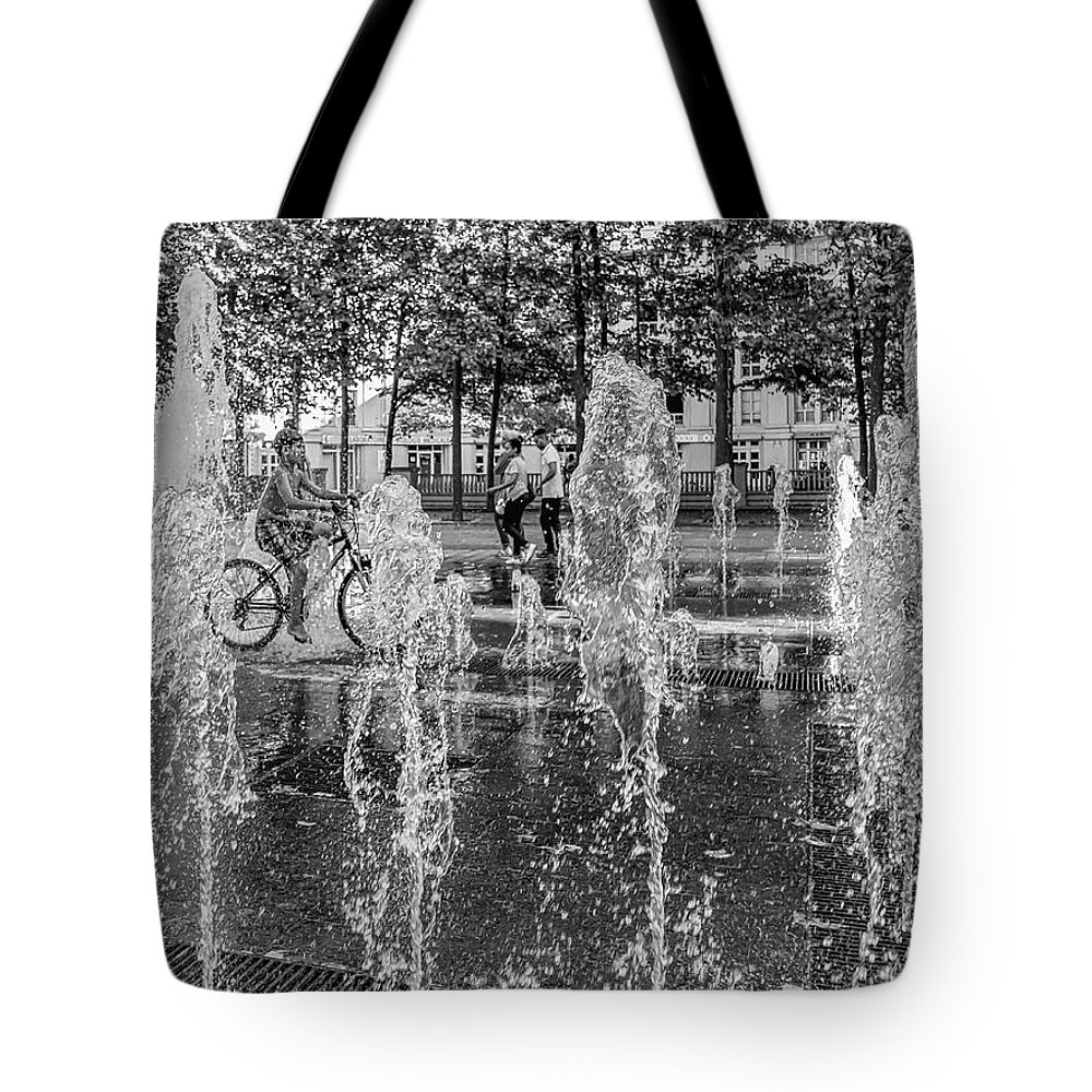 Water Tote Bag featuring the photograph Cooling Off In The Summer by Ed Tepper