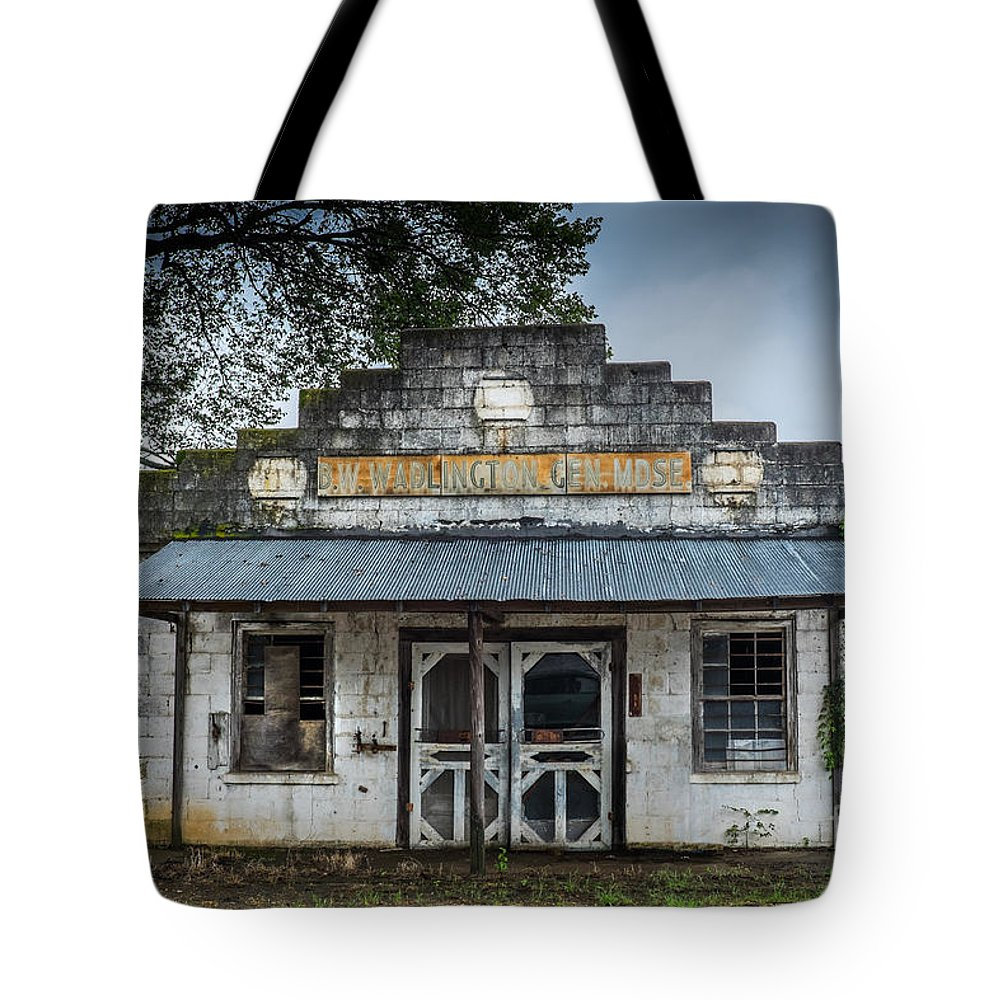Mississippi Tote Bag featuring the photograph Country Store In The Mississippi Delta by T Lowry Wilson