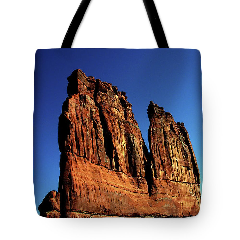 Red Rocks Tote Bag featuring the photograph Courthouse Towers by Adam Vance
