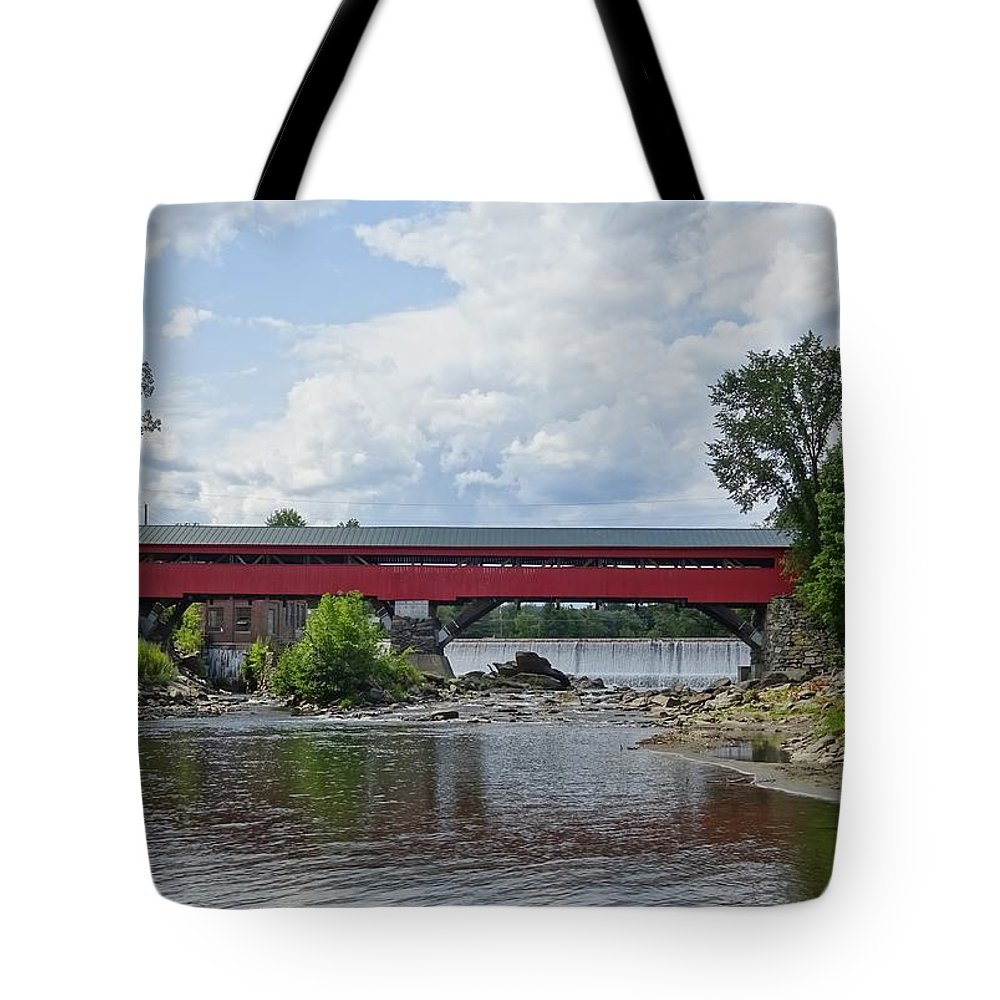 Covered Tote Bag featuring the photograph Crossing The Waters by Red Cross