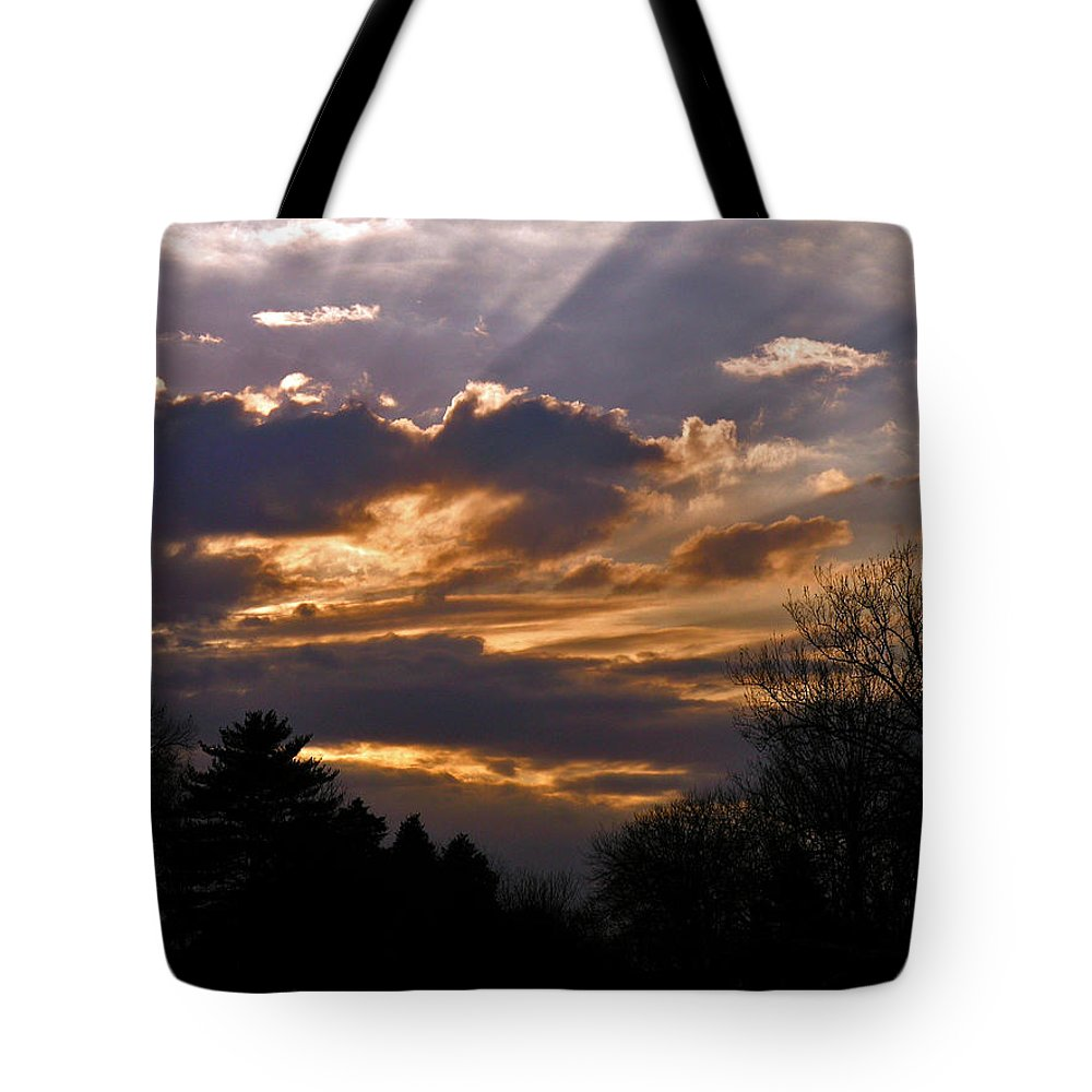 Cloud Tote Bag featuring the photograph Crown Cloud by Albert Stewart