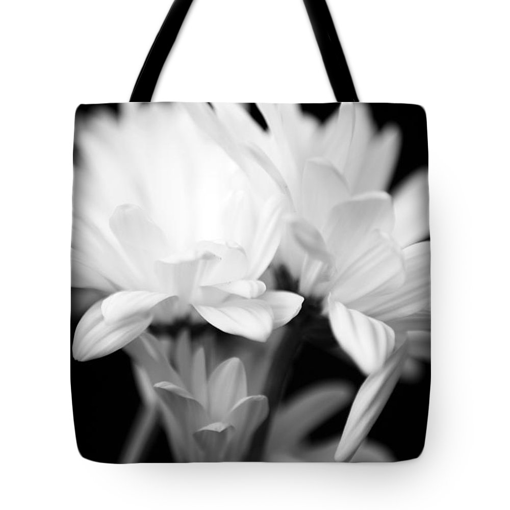 Floral Tote Bag featuring the photograph Daises In Black And White by Ayesha Lakes