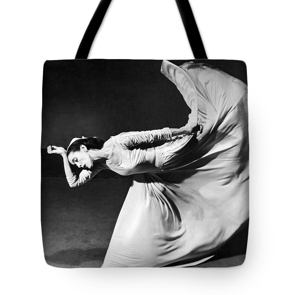 1 Person Tote Bag featuring the photograph Dancer Martha Graham by Underwood Archives