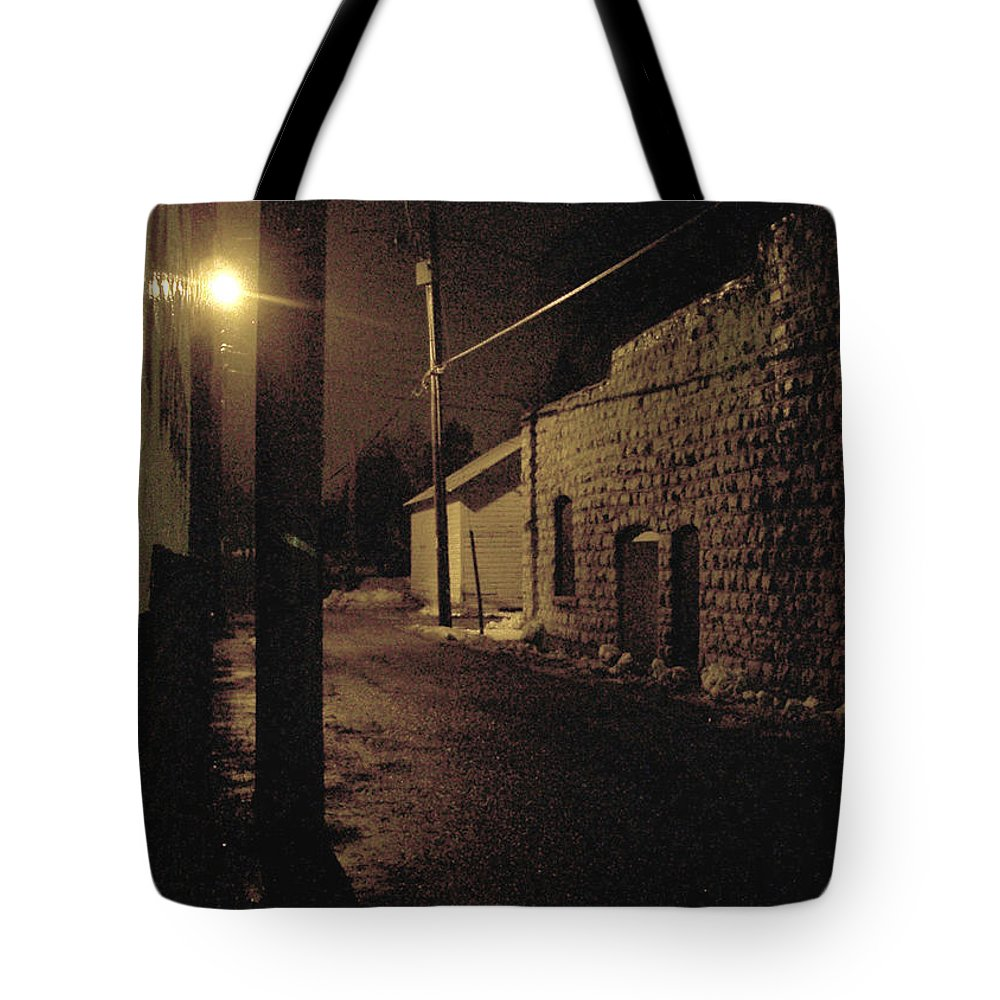 Alley Tote Bag featuring the photograph Dark Alley by Tim Nyberg