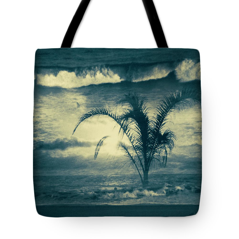 Fine_art Tote Bag featuring the photograph Daydream by Gerlinde Keating - Galleria GK Keating Associates Inc
