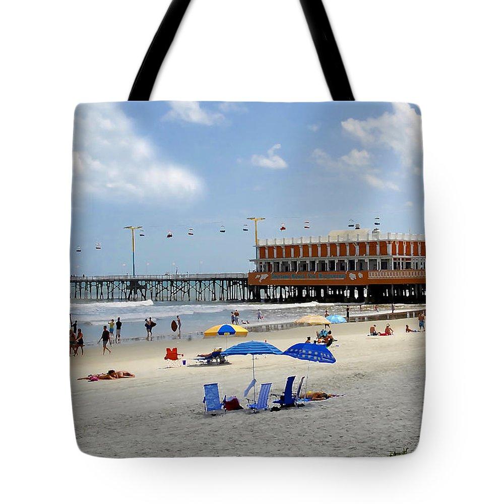 Daytona Beach Florida Tote Bag featuring the photograph Daytona Beach Pier by David Lee Thompson