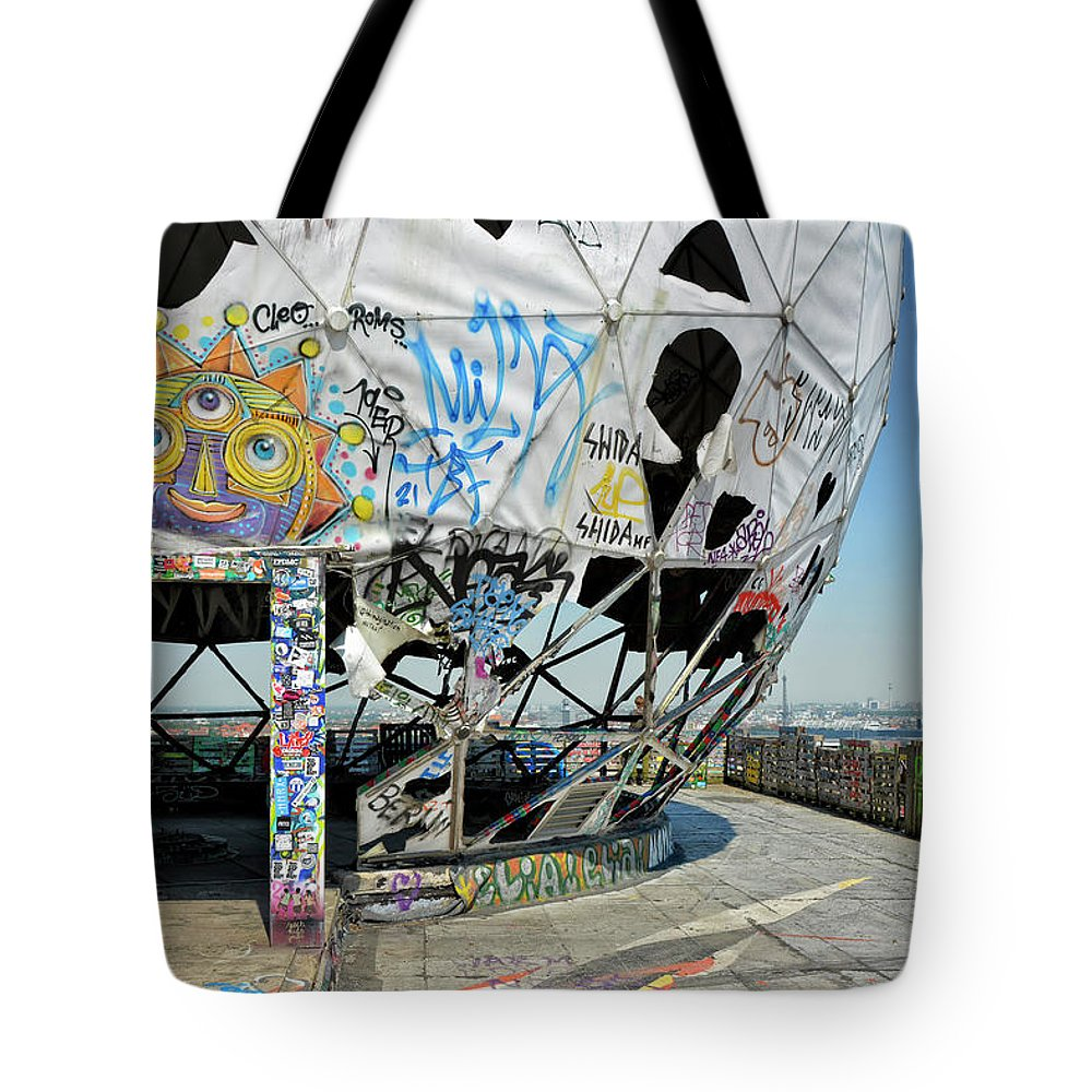 City Tote Bag featuring the photograph Dead Bugging Operations by Joachim G Pinkawa