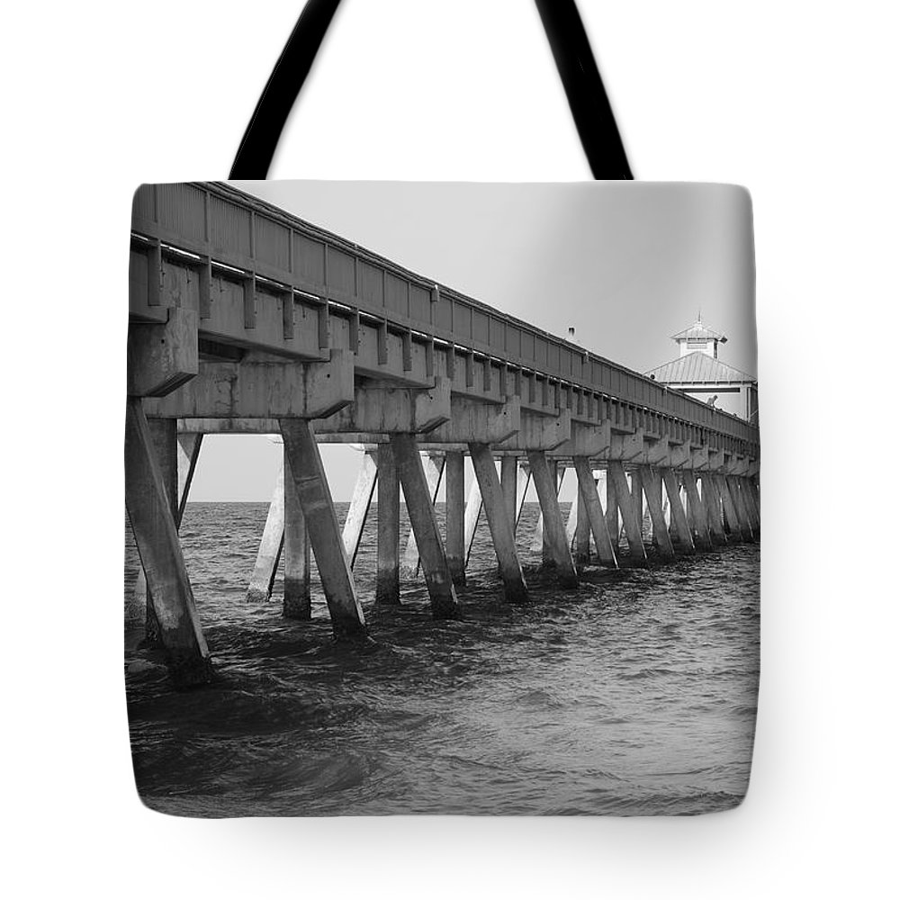 Architecture Tote Bag featuring the photograph Deerfield Beach Pier by Rob Hans
