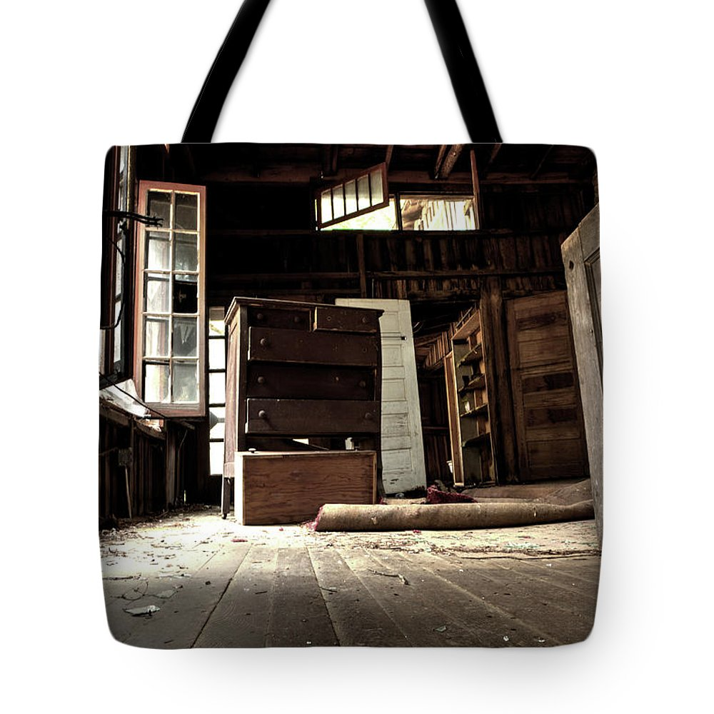 Abandoned House Tote Bag featuring the photograph Departed Years by Michael Eingle